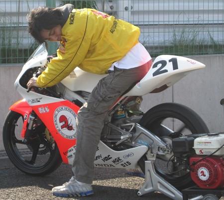 275 21 渥美 心 レーシングチームハニービー NSF250R