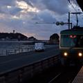 Photos: 夕暮れの江の島と江ノ電