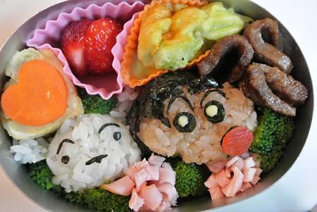 クレヨンしんちゃん&シロおにぎり弁当