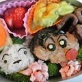 写真: クレヨンしんちゃん&シロおにぎり弁当
