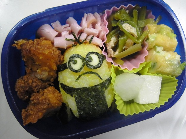 写真: 「ミニオンおにぎり弁当」