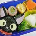 写真: 10月4日(金) 「ジジ(魔女の宅急便より)おにぎり弁当」
