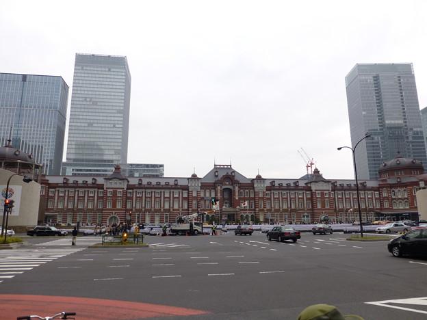東京駅前交差点