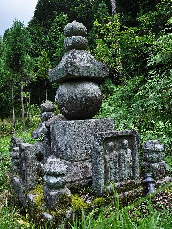 安穏寺の五輪塔