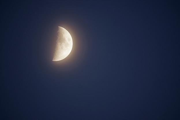 上弦の月は 朧げに