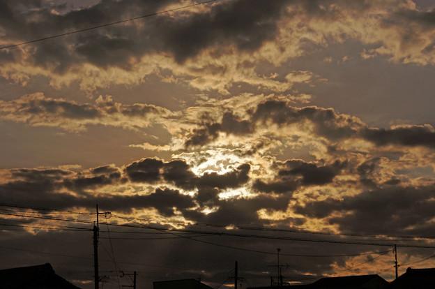 朝日と黒雲と 2