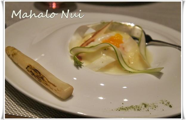写真: 卵のポッシェ ホワイトアスパラのフルーテ添え