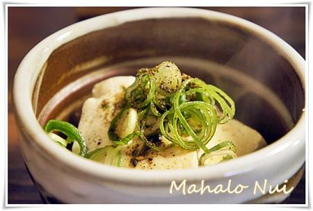 豆腐に葱と七味山椒をかけてお出汁を