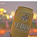 写真: ビールで乾杯