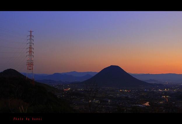 讃岐富士と鉄塔。。。