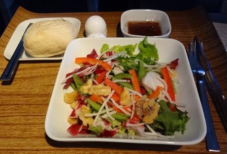 デルタ航空ビジネスクラス洋食サラダ