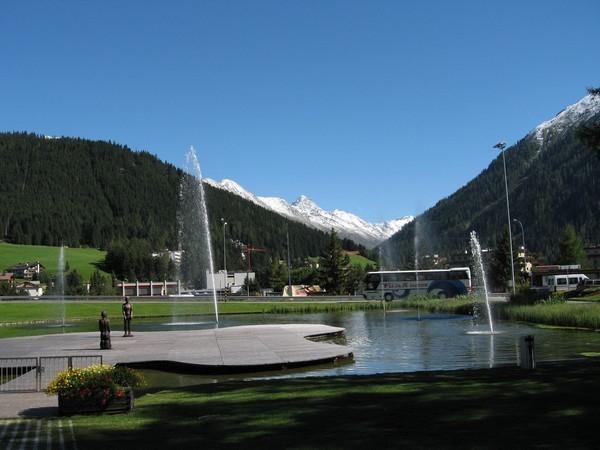 写真: 駅から見た風景