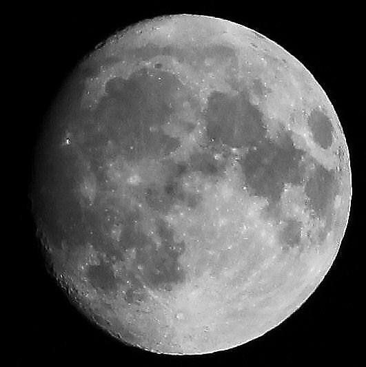 小望月 2 モノクロ (22:34 月齢:13.3) 02:23