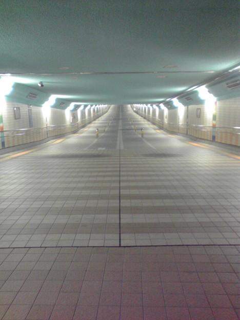 綾瀬車検区の下を通る通行用トンネルです