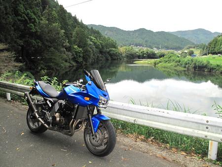IMG_6602 川沿いにてR420