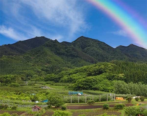 Rainbow and mountain;梅雨の一休みの風景