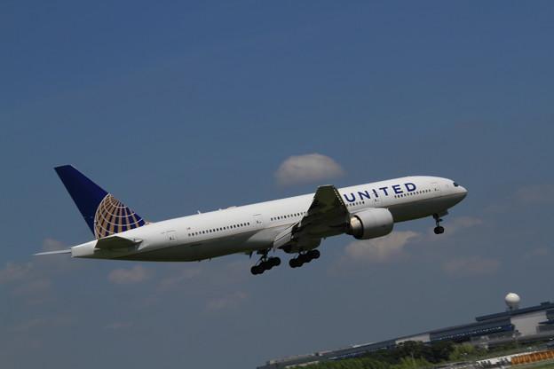 UNITED Boeing 777-224/ER(N78009) 最終着陸態勢1