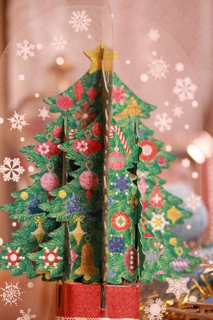 紙でできた、クリスマス・ツリー