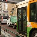 写真: 都バスが明治通りで…
