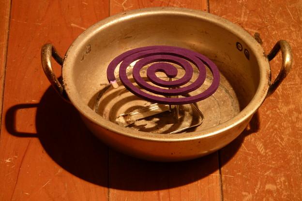写真: 底が抜けた両手鍋の「第二の人生」は…