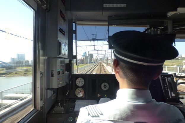 Photos: 多摩川を渡る…