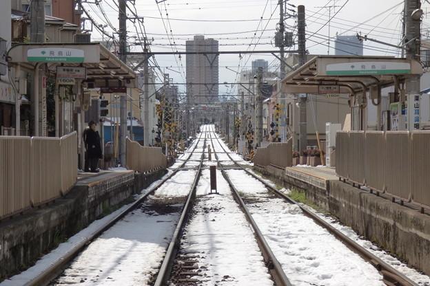 Photos: 残雪ある専用軌道