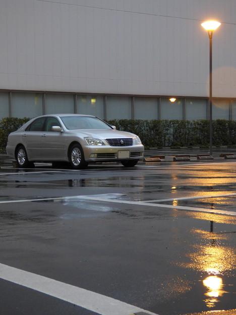 夜明けの院内駐車場