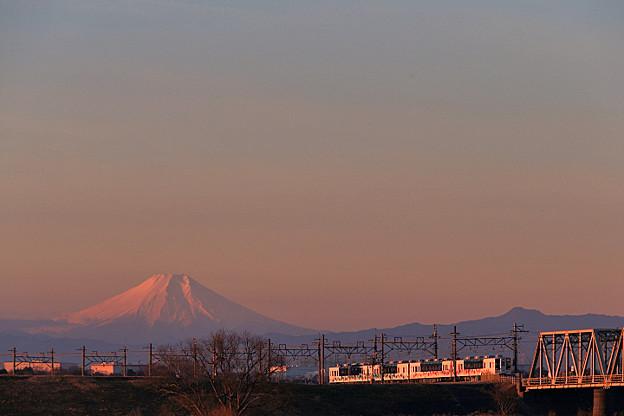 朝焼けの回送5260列車