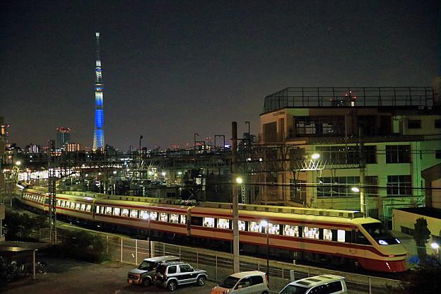 東京スカイツリー と 250系 【特急】りょうもう号