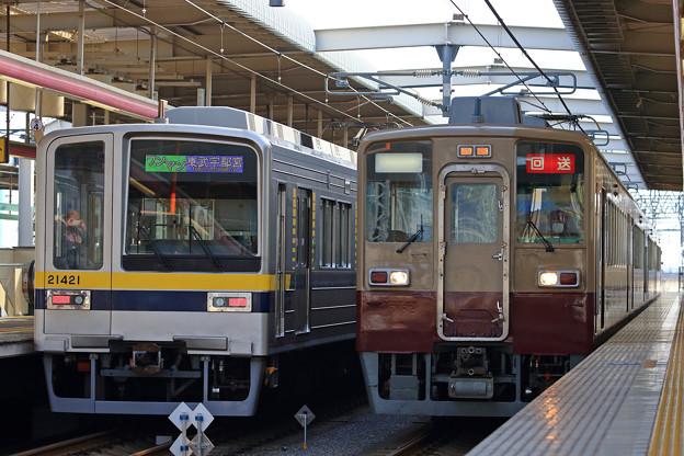 421列車と6908列車