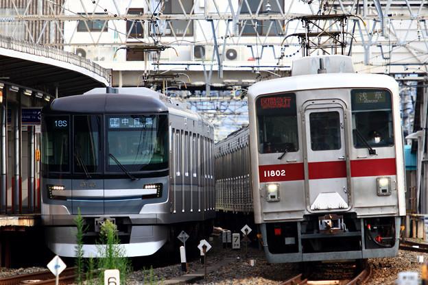 A718S列車と2522列車