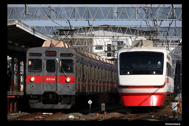 C4830K列車と1310列車