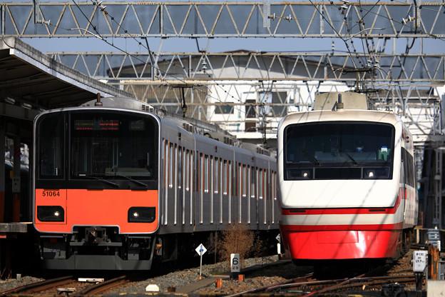 E4982T列車と1816列車