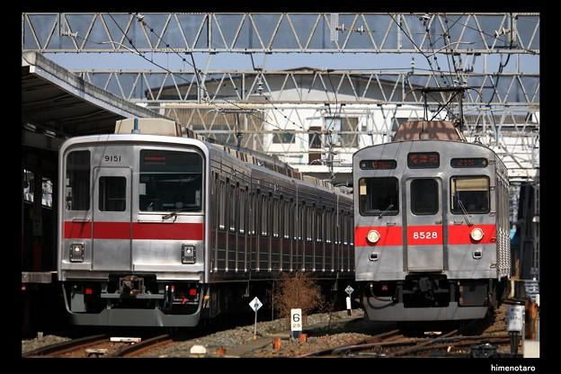 社用品回送8602列車とC1021K列車