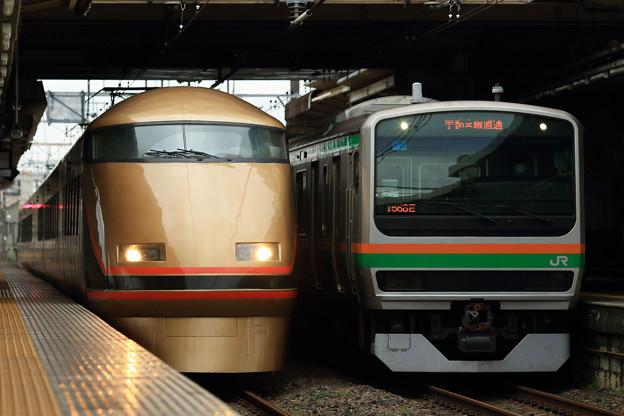 東武鉄道100系とJR東日本***系