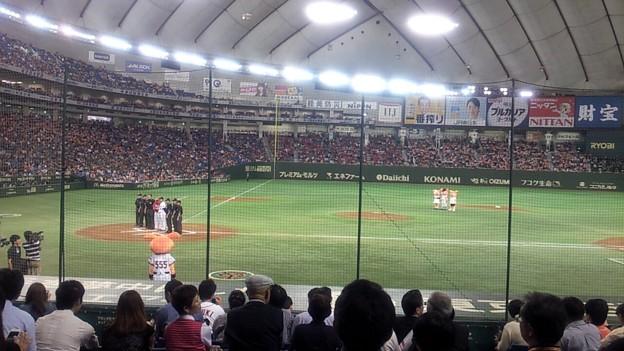 東京ドームなう。いっけねぇ、どっちもファンぢゃないや(・∀・)
