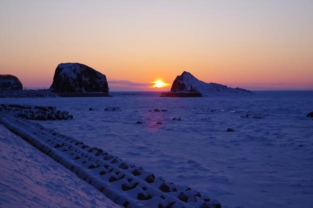 流氷の海への日没