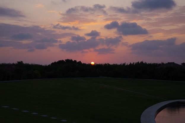 写真: 竹富島の日の出