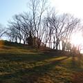 日没前の丘