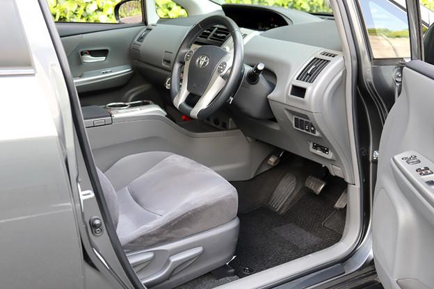 使用感も少なく、大変キレイな運転席です