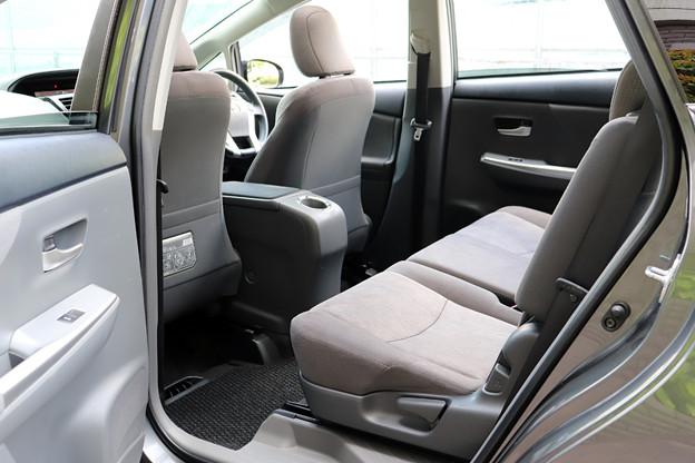 使用感も少なく、大変キレイな右後部座席です