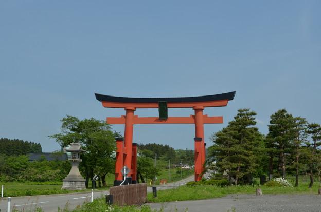 写真: 出羽神社・一の鳥居