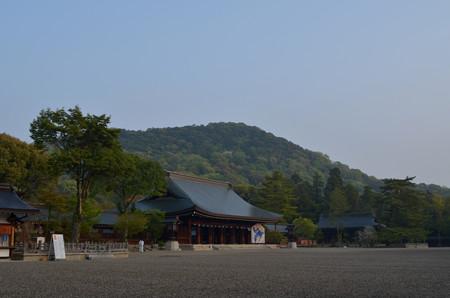 外拝殿と畝傍山