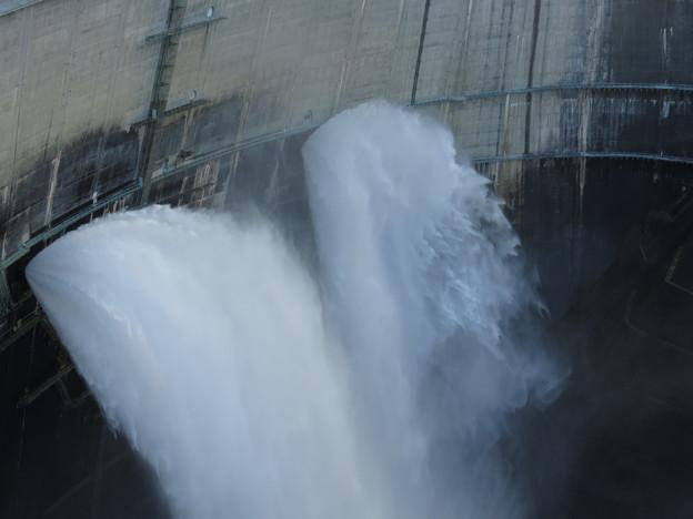 黒四ダム観光放水