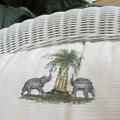 ソファは象柄