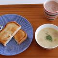 Avec ブルーとトースト朝ごはん。