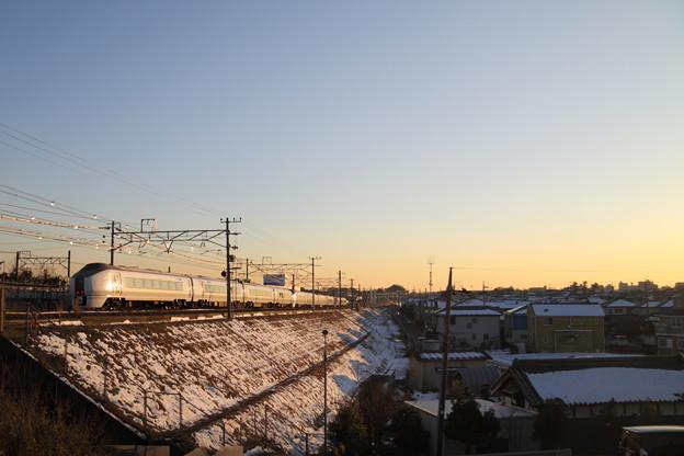 Photos: 雪と651系