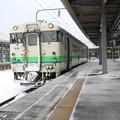 雪の晴れ間の函館駅