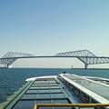写真: 恐竜橋を海上から見る1