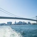 東京レインボウブリッジを海上から